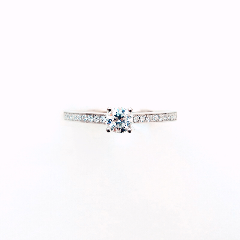 Tomber Amoureux Notting Hill 18k White Gold & Diamond Solitaire Ring